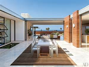 U Shaped House With Courtyard by Blend Indoor Amp Outdoor Living Spaces Euro Style Home