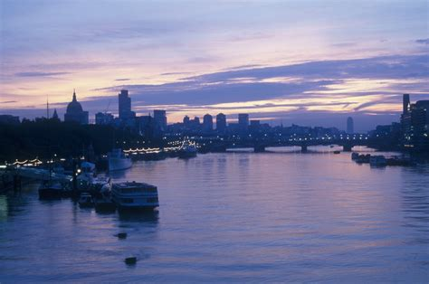thames river london river thames in london nearby hotels shops and