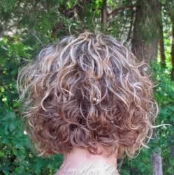 hair with layered bob and soiral perm permanente capelli corti tagli capelli corti