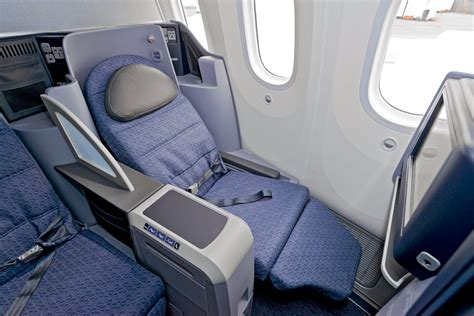 United Dreamliner Interior by United Reveals More Of The Interior Of Its New 787