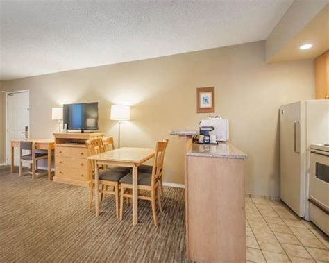 comfort inn suites north vancouver bc canada north vancouver hotel comfort inn suites north