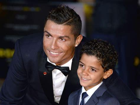 biography of cristiano ronaldo jr photos cris 173 tiano ronaldo un tendre moment avec son fils