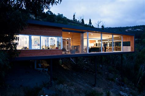 room 11 architects design a tasmanian home on a hill