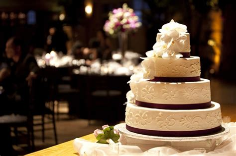 Serve Wedding Cake And by How To Serve Your Wedding Cake Quicker Weddingelation