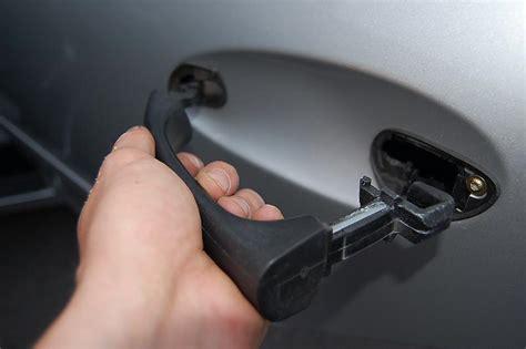 Remove Exterior Door Handle Mercedes W203 Front Door Handle Removal 2001 2007 Autos Post