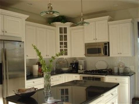 Black Shiny Kitchen Cabinets Like The Cabinets But Don T The Shiny Black Island Not Loving The Black Top On Islands