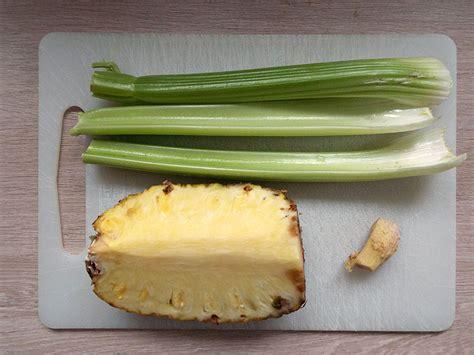ricetta detox centrifugato all ananas sedano e zenzero