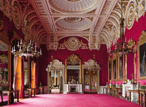 rare glimpse   royal familys private rooms