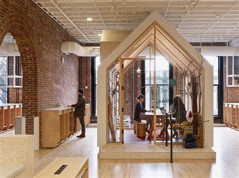 air bnb tiny house des locaux imagin 233 s par les salari 233 s chez airbnb d 233 co bureau