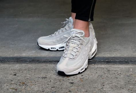 nike wmns air max 95 pale grey summit white ivory light