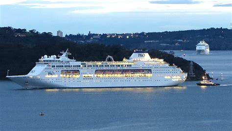 Danger Cruise record cruise growth in danger from crowded sydney port