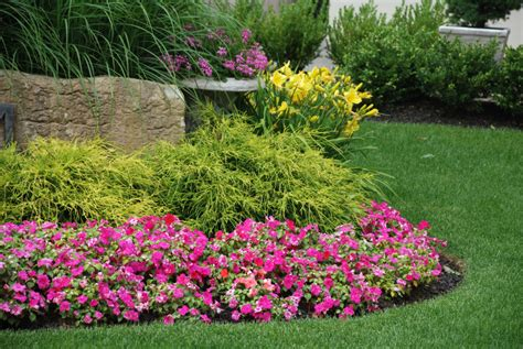 How To Make A Flower Bed Diy Projects Lawn And Garden How To Design A Flower Garden