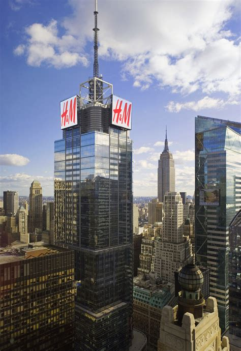 H Y Nd64 Square h m signs atop 4 times square to change new york city skyline huffpost