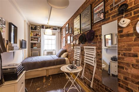 New York Appartment by How One New Yorker Lives Comfortably In 90 Square