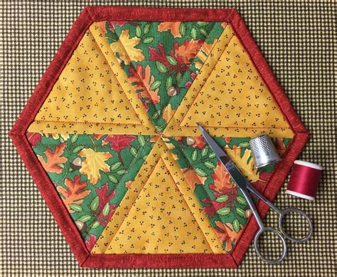 Patchwork Projects Free - hexagon mug rug pattern tutorial on craftsy