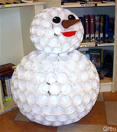 pupazzo di neve fatto con i bicchieri di plastica il problema di tammes e le sfere di bicchieri
