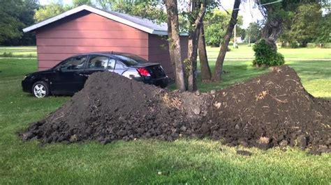 how many tons of dirt is there