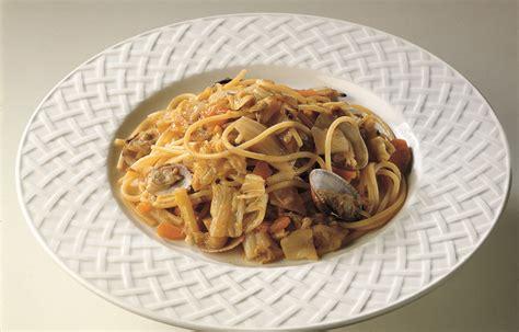 cucinare spaghetti ricetta spaghetti alla marinara le ricette de la cucina