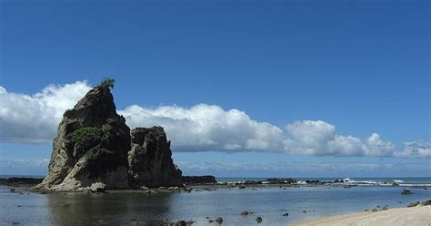 menikmati keelokan pesisir selatan banten wisata alam
