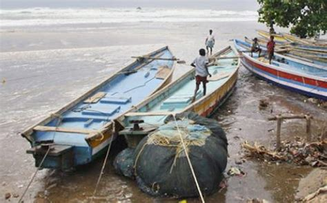 round boat in kerala ockhi cyclone around 200 fishing boats stranded in sea in