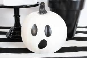 Faux Rust Spray Paint - easy diy ghost pumpkins