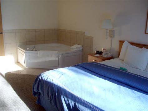 bedroom jacuzzi 2 person jacuzzi in bedroom picture of comfort suites