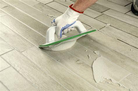colorare le fughe delle piastrelle fughe delle piastrelle uniformi al pavimento e di colore