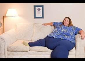 dicke frau auf sofa are anti depressant drugs the reason why many american