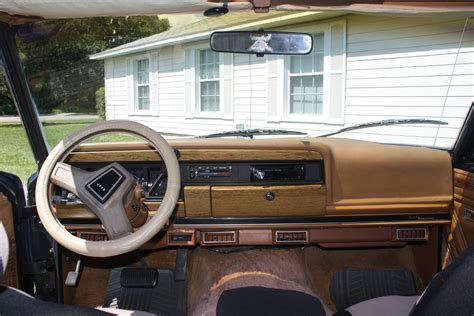 Jeep Wagoneer Interior by 1986 Jeep Grand Wagoneer Interior Pictures Cargurus