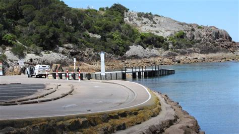 boat r tathra tathra scuba diver dies at kianinny the courier