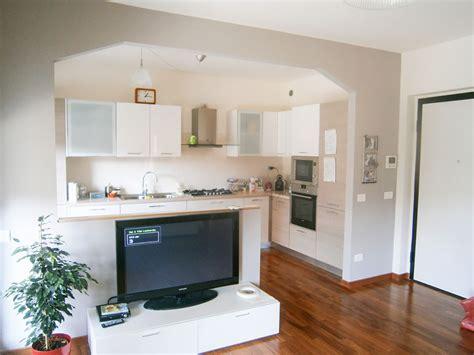 divisorio cucina soggiorno cucina e soggiorno ad arco con muretto divisorio