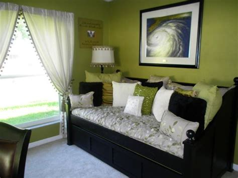 spare bedroom office ideas like the daybed idea for a convertible office guest room