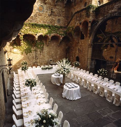 The perfect setting U shape table for your Wedding event