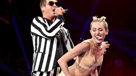 Miley Cyrus Twerk Meme - miley s raunchy performance earns most tweeted moment at vmas