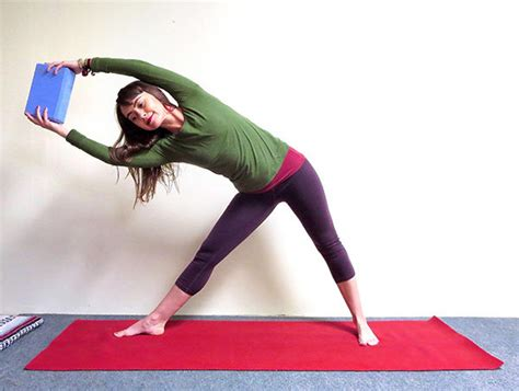 boat pose obliques 5 yoga poses for core strength the beachbody blog