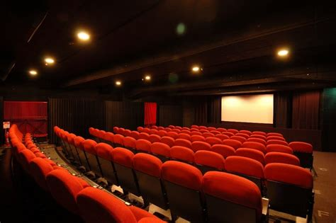 Home Cinema Moderno by Been To The Cinema Lately The Reading Residence