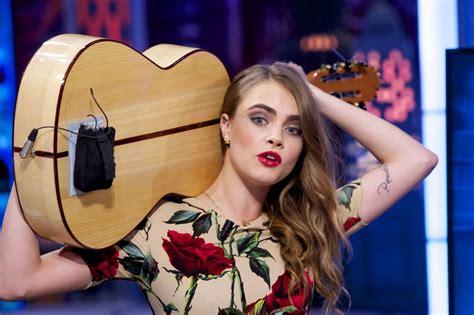 cara main jangan menyerah guitar cara delevingne plays the guitar and drums glamour