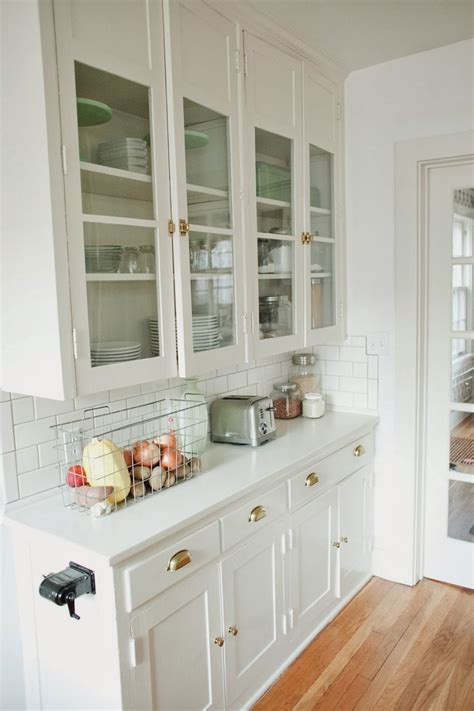 built in cabinet doors 25 best ideas about bungalow kitchen on
