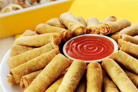 Sring Roll Sumpia Special Sarikaya 31 must try foods when traveling in the philippines