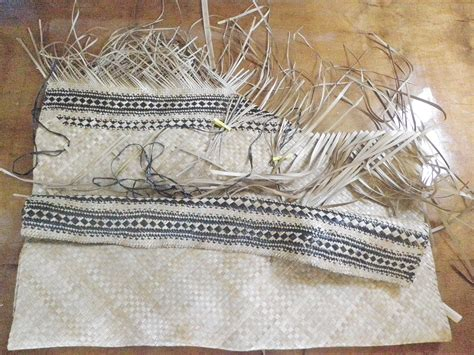 weaving pandanus mats in the cook islands jen s dabbles
