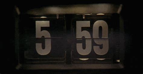 groundhog day alarm clock gif curiosidades de quot feiti 231 o do tempo quot dvd sof 225 e pipoca
