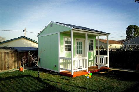 Small House In Backyard by Green House In A Back Yard And