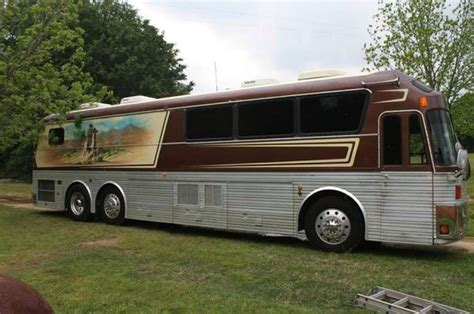 Craigslist Garage Sales San Antonio by Willie Nelson Band S Tour For Sale On Craigslist San