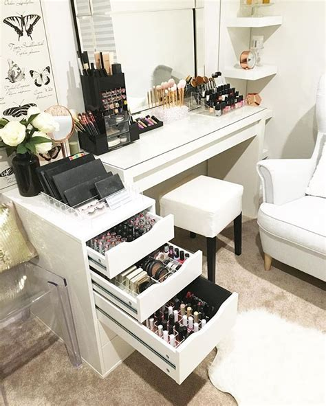 vanity rooms 25 best ideas about vanity in closet on closet vanity makeup vanities ideas and