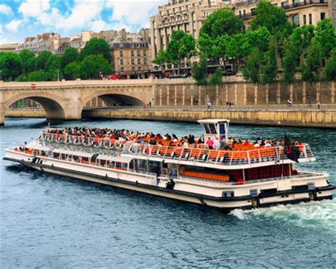 paris boat trip dinner paris boat tours seine river tour