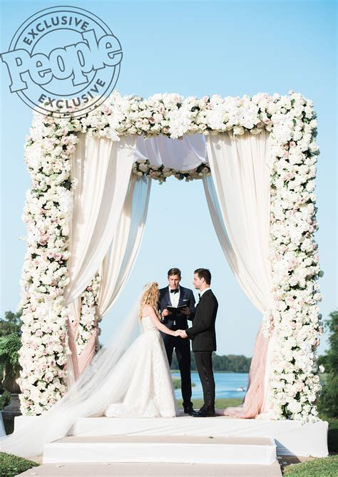 See Tara Lipinski's Exclusive Wedding Pics!   PEOPLE.com