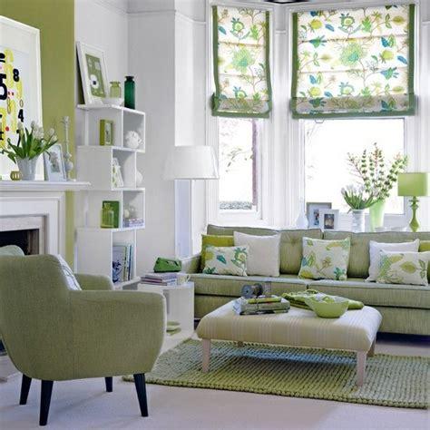 green living rooms wohnzimmer gestalten coole dekoideen mit sofakissen