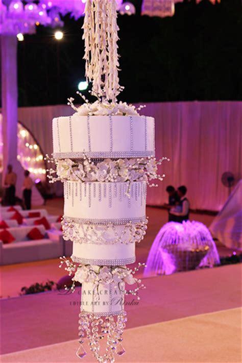 chandelier cake trending chandelier wedding cakes wedmegood