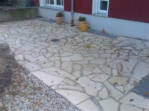 terrasse polygonalplatten verlegen terrasse travertin verlegemuster r 246 mischer verband