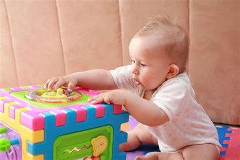 neonato 11 mesi alimentazione il neonato da 0 a 12 mesi cosa sa fare quanto dorme